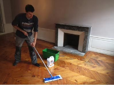 Application du renovateur de parquet